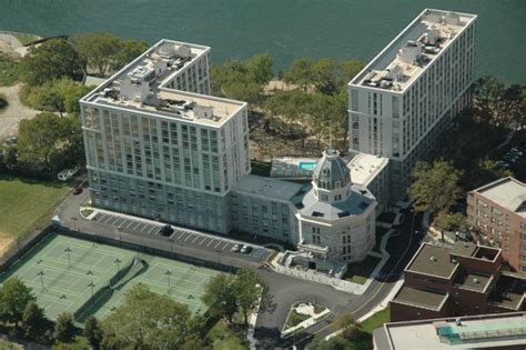 Cell High: Roosevelt Island Luxury Rental The Octagon