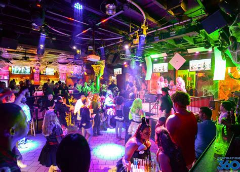 New Orleans Nightlife - New Orleans Bars - New Orleans
