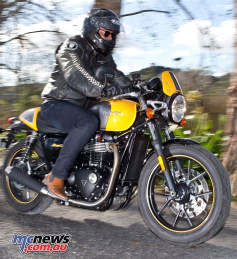 2017 Triumph Street Cup Review   Motorcycle Test   MCNews