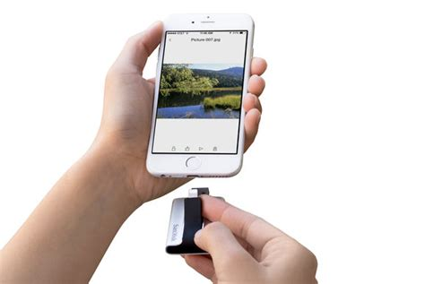 Review: iXpand Flash Drive adds easy-to-use extra storage